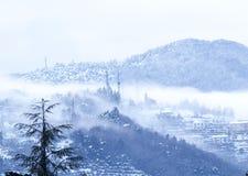 Montagna con neve fotografie stock libere da diritti