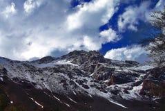 Montagna con neve Fotografie Stock