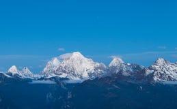 Montagna d'argento della neve in Manachajin in Sichuan dalla Cina fotografia stock