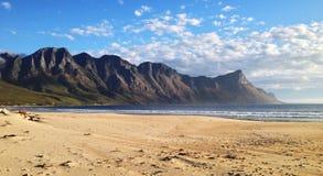 Montagna dal mare Immagine Stock