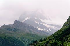 Montagna del Cervino (Svizzera) un giorno nuvoloso Fotografia Stock