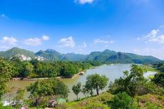 Montagna del fondo di kwai del fiume Fotografia Stock