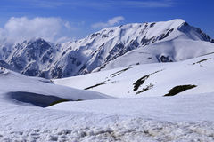 Montagna del Giappone con la neve di inverno Immagini Stock