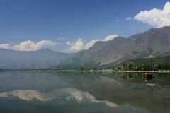 Montagna del lago boat di Shikara Fotografia Stock
