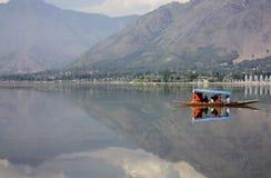 Montagna del lago boat di Shikara Immagini Stock Libere da Diritti