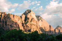 Montagna del parco nazionale di Zion al tramonto Fotografia Stock Libera da Diritti