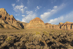 Montagna dell'arcobaleno ad area nazionale di conservazione del canyon rosso della roccia Immagini Stock Libere da Diritti