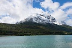 Montagna della cattedrale e lago Wapta Immagine Stock Libera da Diritti