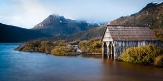 Montagna della culla dal lago dove Fotografia Stock Libera da Diritti