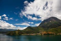 Montagna della dea del lago Lugu Fotografia Stock Libera da Diritti