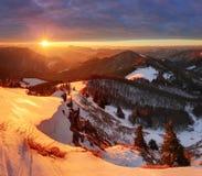 Montagna della natura con il sole all'inverno in Slovacchia Fotografia Stock
