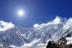 Montagna della neve Fotografie Stock Libere da Diritti