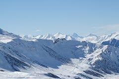 Montagna della neve alla parte superiore Immagine Stock