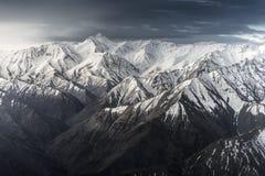 Montagna della neve con cielo blu da Leh Ladakh India Immagini Stock Libere da Diritti