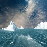 Montagna della neve con il cielo piacevole Immagini Stock