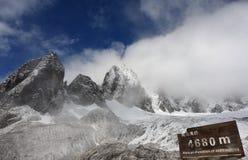 Montagna della neve di Yulong Fotografie Stock