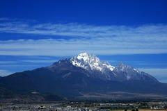 Montagna della neve di Yulong Fotografie Stock Libere da Diritti