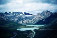 Montagna della neve e del lago nel Tibet, porcellana Fotografia Stock