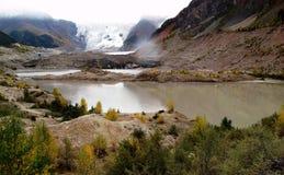 Montagna della neve e del lago in Tibe Immagini Stock Libere da Diritti