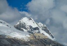 Montagna della neve in Huascaran, viaggio di Santa Cruz nel Perù Immagini Stock