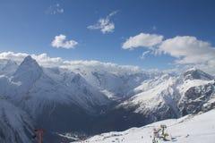 Montagna della neve nell'inverno Fotografia Stock Libera da Diritti
