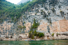 Montagna della pietra calcarea lungo Li River, Guilin, Cina Immagini Stock