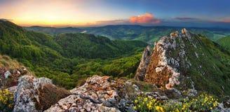 Montagna della Slovacchia alla molla - Vrsatec fotografia stock libera da diritti