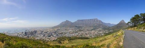 Montagna della Tabella, la testa del leone e panorama del porto di Cape Town Fotografia Stock