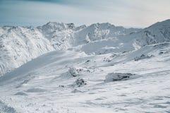 Montagna delle alpi coperta di neve nell'inverno, Italia Fotografia Stock Libera da Diritti