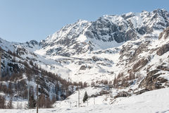 Montagna delle alpi nell'inverno Immagine Stock