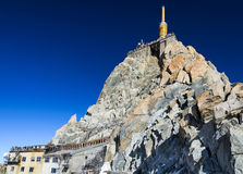 Montagna di Aiguille du Midi in alpi francesi Fotografie Stock Libere da Diritti