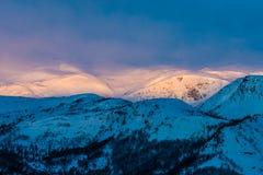 Montagna di alba Immagine Stock