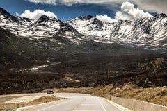 Montagna di altezza con neve Immagine Stock Libera da Diritti
