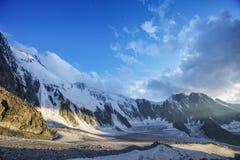 Montagna di Belukha al tramonto Altai, Russia Fotografie Stock