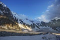 Montagna di Belukha al tramonto Altai, Russia Fotografia Stock