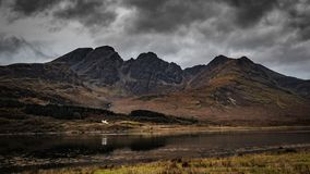 Montagna di Bla Bheinn, isola di Skye, Scozia fotografie stock