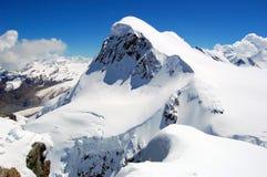 Montagna di Breithorn in alpi svizzere Immagine Stock