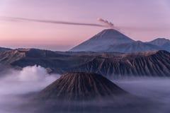 Montagna di Bromo ad alba l'indonesia Immagine Stock Libera da Diritti