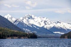 Montagna di Cayoosh e lago Duffey lungo la strada principale 99, del sud BC Fotografie Stock