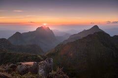 Montagna di Chiang Dao, la terza più alta montagna in Tailandia, nella s Fotografie Stock