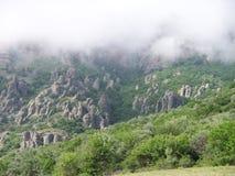 Montagna di Demerji in un cappello delle nuvole fotografia stock libera da diritti