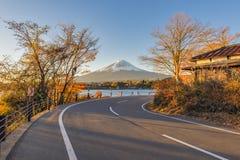 Montagna di Fuji nel lago Kawaguchiko Immagine Stock