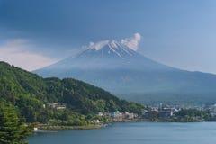 Montagna di Fuji sul lago di kawaguchiko Fotografia Stock