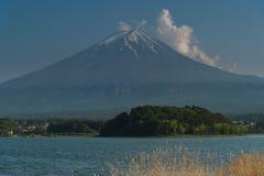 Montagna di Fuji sul lago di kawaguchiko Immagini Stock Libere da Diritti