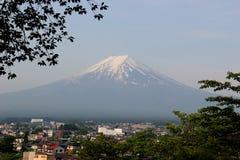 Montagna di Fuji, uno dei punti di riferimento più famosi nel Giappone Immagine Stock