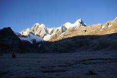 Montagna di Jirishanca nelle alte Ande Fotografie Stock Libere da Diritti