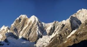Montagna di Jirishanca nelle alte Ande Fotografia Stock