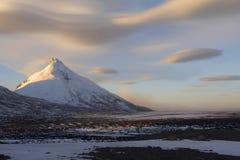 Montagna di Kamen e nubi fantastiche Immagini Stock