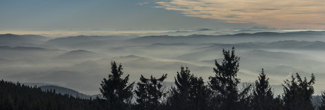 Montagna di Klet nel giorno soleggiato di inverno Fotografia Stock Libera da Diritti