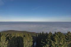 Montagna di Klet nel giorno soleggiato di inverno Fotografie Stock Libere da Diritti